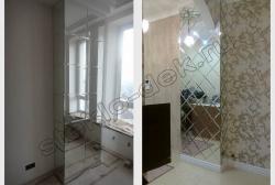 Facetnoe zerkalo na kolonnah v pomeshhenii (2)