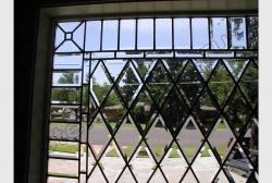 Okno s facetnym steklom