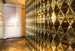 Zerkal'naja stena iz facetirovannyh plitok