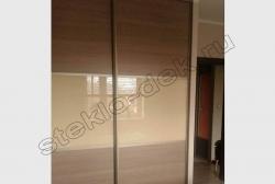 Krashenoe steklo LAKOBEL'' 1015 bezhevyj v razdvizhnyh dverjah shkafa-kupe (2)