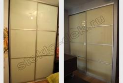 Krashenoe steklo LAKOBEL'' 1015 bezhevyj v razdvizhnyh dverjah shkafa-kupe (3)