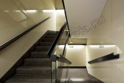 Otdelka sten lestnichnoj kletki steklom LAKOBEL'' 1015 bezhevyj (2)