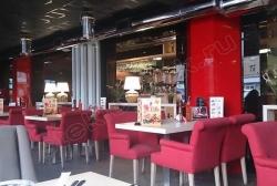 Primenenie stekla LAKOBEL'' 1586 krasnyj dlja otdelki kolonn v kafe i restoranah (2)