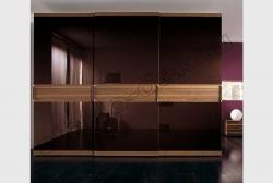 Krashenoe steklo LAKOBEL'' 8017 temno-korichnevyj v razdvizhnyh dverjah shkafa-kupe (1)