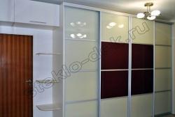 Krashenoe steklo LAKOBEL'' 8017 temno-korichnevyj v razdvizhnyh dverjah shkafa-kupe (2)
