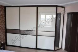 Krashenoe steklo LAKOBEL'' 9003 ul'tra-belyj v razdvizhnyh dverjah shkafa-kupe (3)