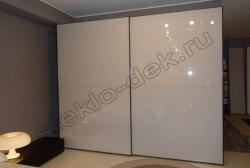 Krashenoe steklo LAKOBEL'' 9003 ul'tra-belyj v razdvizhnyh dverjah shkafa-kupe (4)