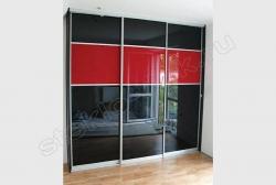Krashenoe steklo LAKOBEL'' 9005 chernyj v razdvizhnyh dverjah shkafa-kupe (4)