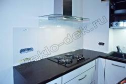 Fartuk kuhni iz krashenogo stekla LAKOBEL'' 9010 belyj (2)
