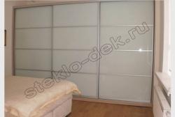 Krashenoe steklo LAKOBEL'' v razdvizhnyh dverjah shkafa-kupe 9010 belyj (4)