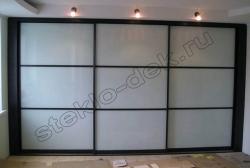 Krashenoe steklo LAKOBEL'' (holodnyj belyj) v razdvizhnyh dverjah shkafa-kupe (1)