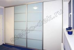 Krashenoe steklo LAKOBEL'' (holodnyj belyj) v razdvizhnyh dverjah shkafa-kupe (2)