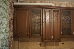 Uzorchatoe steklo Sel'vit bronzovoe v fasadah kuhni