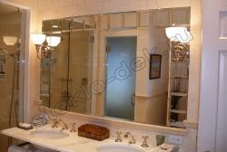 Zerkalo s facetom v vannoj komnate (1)