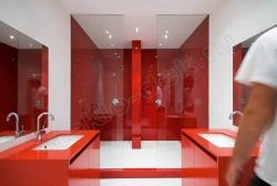 Otdelka sten sanuzlov krashenym steklom LAKOBEL'' 1586 krasnyj (2)