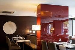 Primenenie stekla LAKOBEL'' 1586 krasnyj dlja otdelki kolonn v kafe i restoranah (1)