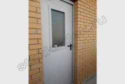 Armirovannoe steklo v dverjah na lestnichnyh ploshhadkah (4)